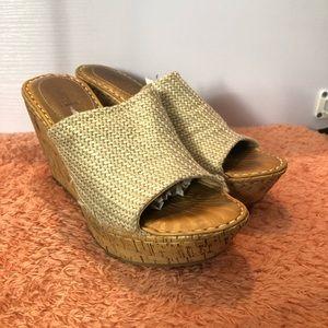 Born Women's Sandal Cream/Gold Size 6